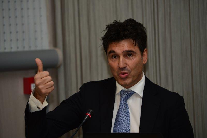 il-designatore-degli-arbitri-fifa-massimo-busacca-come-gli-aribitri-internazionali-si-preparano-al-mondiale-in-brasile