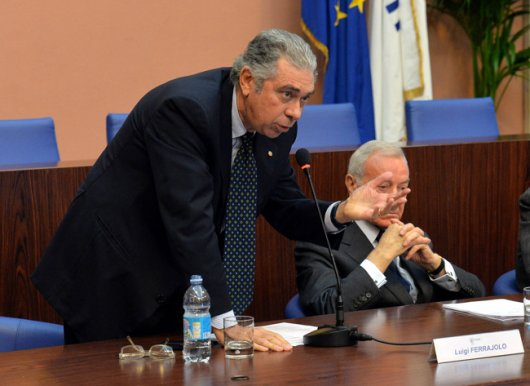 il-presidente-ussi-luigi-ferrajolo-introduce-i-premi-coni-ussi-2013-foto-mezzelani-gmt
