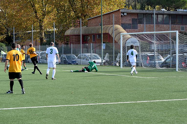 Un gol di Calicchia nella finale