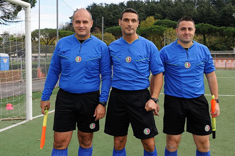 La terna della finalissima: al centro l\'arbitro Buzzi con gli assistenti Grifi e Tomeo