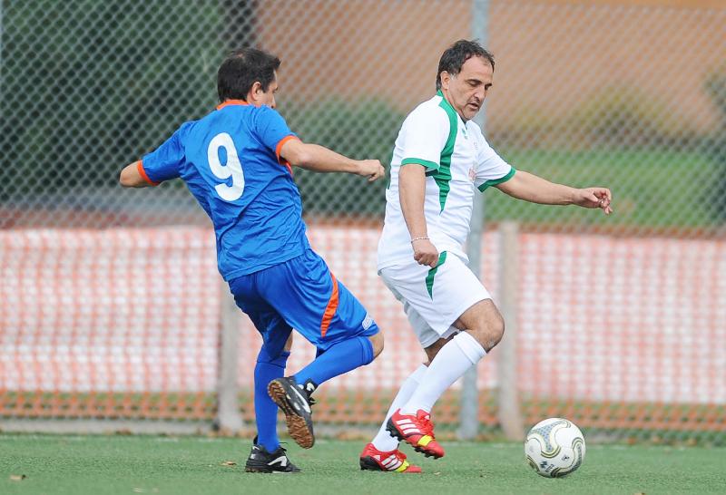 Contrasto a centrocampo tra Cinquino (Ussi Abruzzo) e Marco Schenardi, ex Vicenza, top player di Ussi Umbria