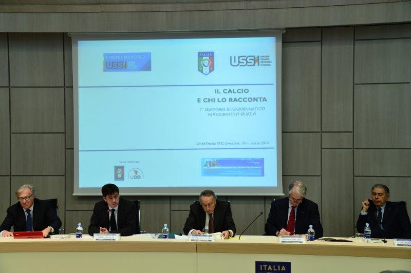 il-direttore-generale-della-figc-antonello-valentini-a-sinistra-ha-condotto-i-lavori-del-seminario-il-calcio-e-chi-lo-racconta