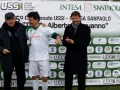 Trofeo-DAguanno-2013-Il-Presidente-USSI-Luigi-Ferrajolo-e-Valter-Carraturo-di-Intesa-Sanpaolo-premiano-la-squadra-vincitrice
