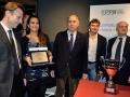 Il Presidente Ferrajolo ringrazia Emanuela Grussu di Be Sport, partner della sesta edizione del Torneo D\'Aguanno